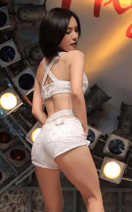 身短裤就比一般女人要好看, 一个动作让你脸红 6