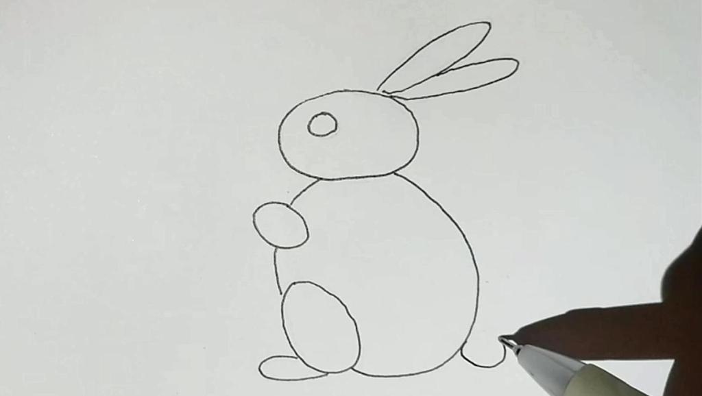 33个月宝宝画的小白兔一家