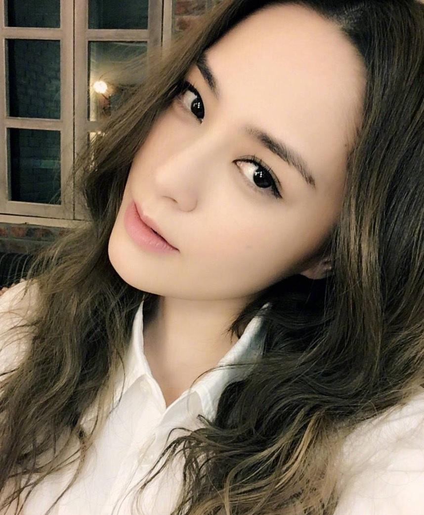 阿娇钟欣潼近照, 还是辣么美, 网友她属于耐看型越看越漂亮!