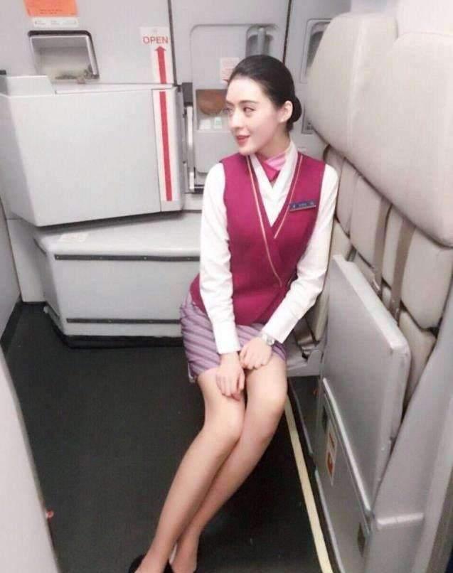 """赵本山私人飞机上的空姐,人鱼身材""""各方面全能"""",年薪更是酸死人"""