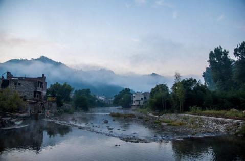 风景名胜区国家4a级景区,瑶里古色古香,群山环绕,森林茂密,距离景德镇