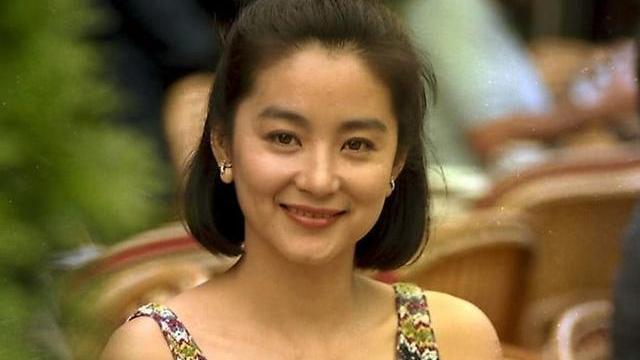 年轻时林青霞, 不愧是东南亚第一美女, 40年前的造型已很前卫时尚