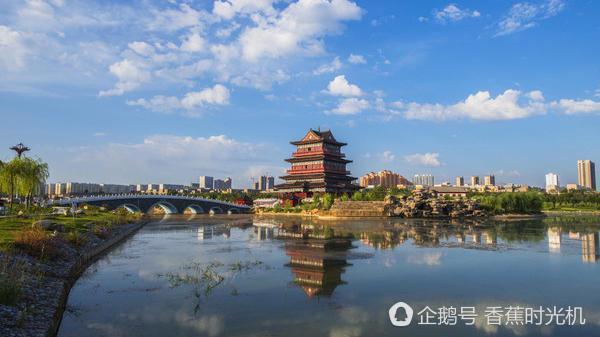 西部和宁夏,甘肃省相接,南面与延安市,北部与内蒙古鄂尔多斯相连,系陕