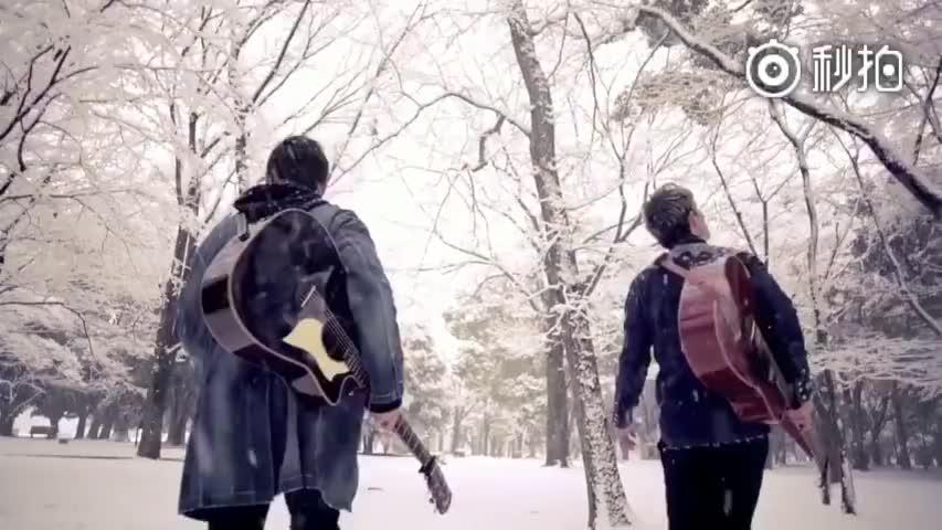 《等你下课》真人版MV,雪地里弹吉他的周董还是那么迷人