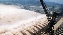 三峡大坝的水为什么射向空中,设计者智慧比你想的多
