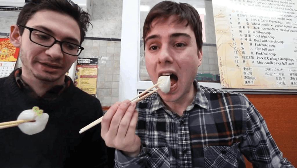 老外不信邪,挑战唐人街最廉价中餐馆,被一碗元宵征服: 我爱中华美食!