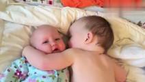 小宝宝看到刚出生的妹妹哭闹, 做出这样的反应