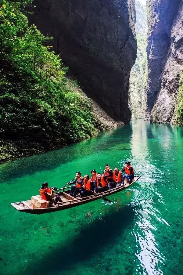 推荐 正文  地址:恩施州鹤峰县城东南十余公里的溇水上游,距离鹤峰