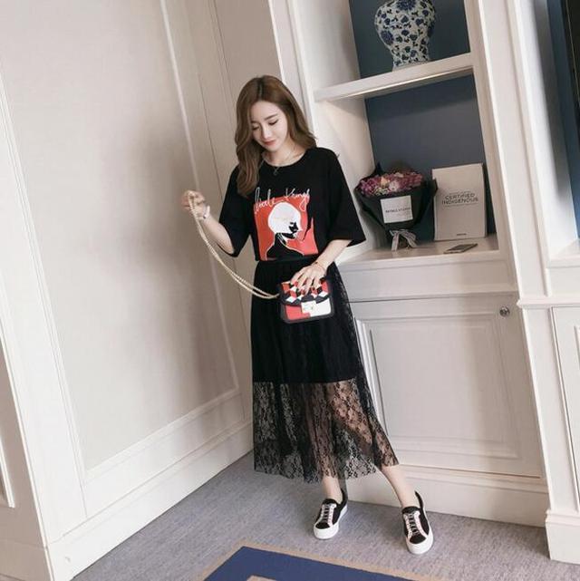 长纱裙半身裙_今年超流行网纱裙+T恤裙的搭配, T恤是长款的, 俏皮露肩更性感
