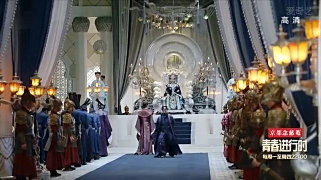 皇宫的装潢是欧式现代风格,但演员们都身穿古装,是不是很违和?