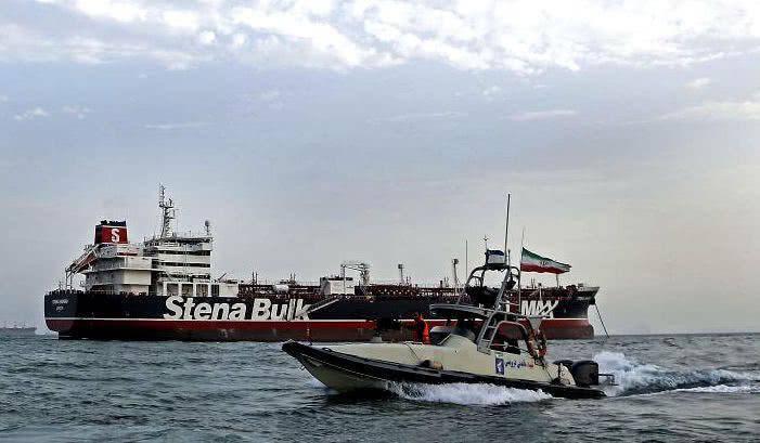 尴尬, 美国巡航波斯湾无人响应: 英国构建海湾护航联盟被追捧