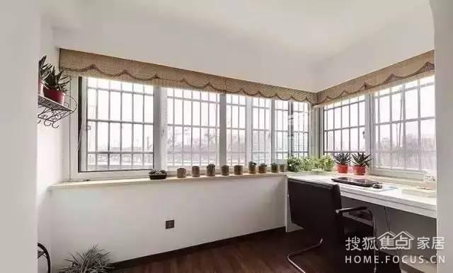 主卧阳台单独设计成小书房区
