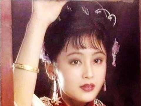 49岁陈红与老公生活素颜照曝光, 豪宅奢华大气, 小儿子颜值逆天