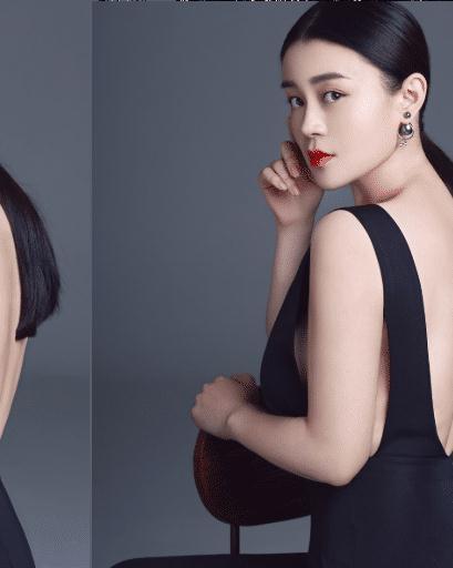 从剧中赵本山为她买了一个金店就可以看出,关婷娜能够与赵本山合作十几年,成为赵本山剧中的固定老伴时