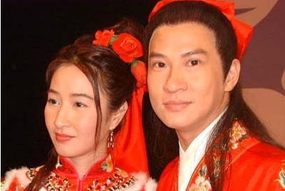 她在最红时嫁跑龙套演员, 如今丈夫成影帝, 54岁的她被宠成公主