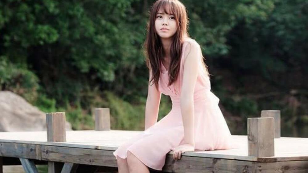 """同样是韩国""""三金"""",金裕贞、金所炫新戏不断,她却谈一部黄一部"""