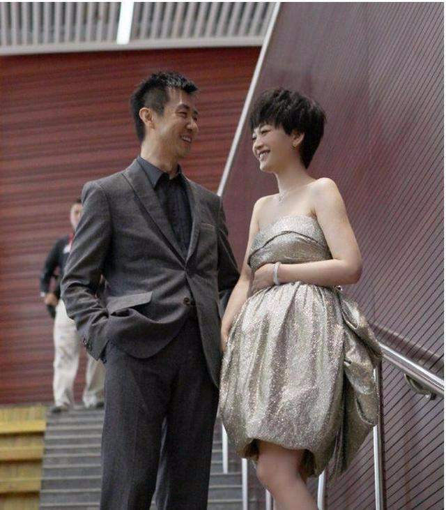 梅婷为他花光家产, 李小冉养他7年, 为他流产2次, 今他活成这样