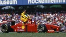 1997年,F1德国霍根海姆站,舒马赫让费斯切拉搭便车来到了终点,那时的F1满满的回忆