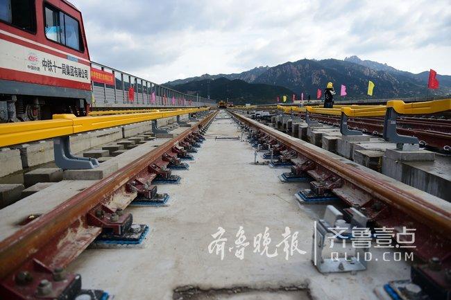 青岛最美地铁线全线轨通, 11号线年底将空载试运行