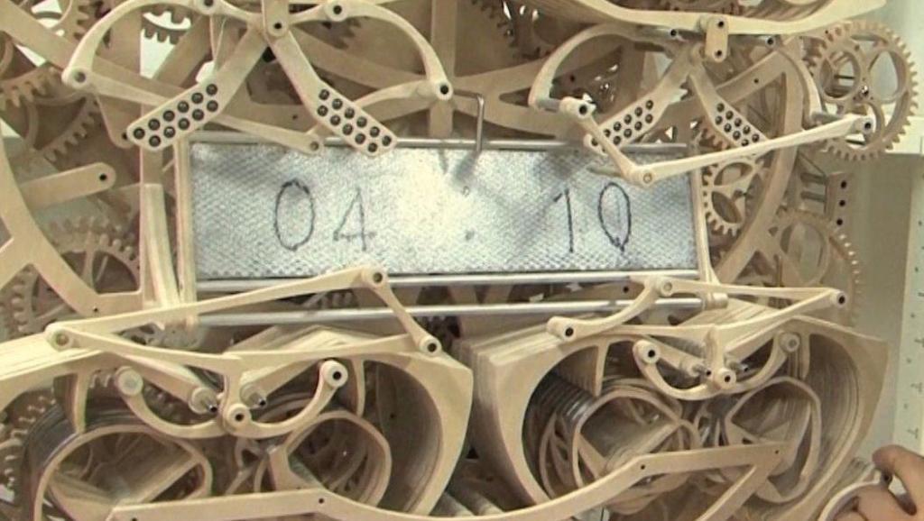 日本小伙自制机械时钟,结构复杂看花眼,能看懂原理的都是高手!