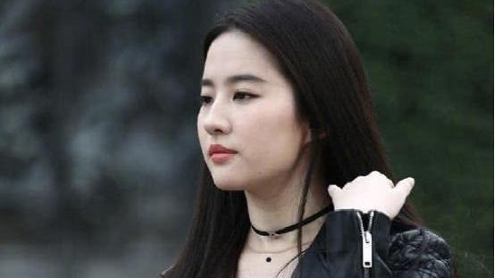 刘亦菲透视装未PS原图曝光 连老外眼神直了