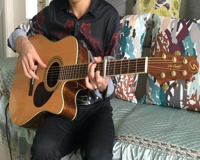 的歌 , 鸟巢流浪歌手阿龙演唱图片