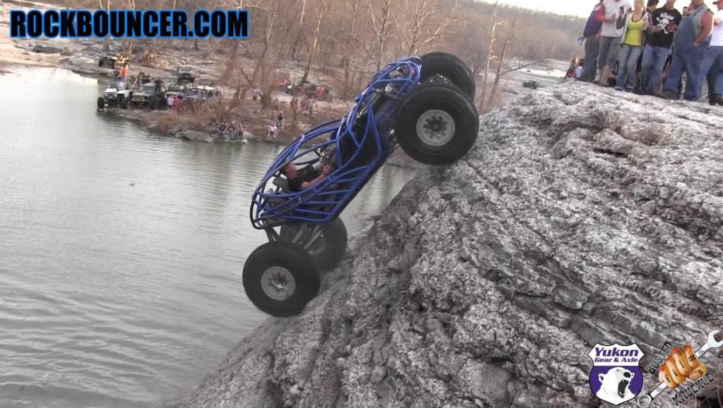 开着汽车去攀岩,这技术也太疯狂了,可以申请吉尼斯纪录了