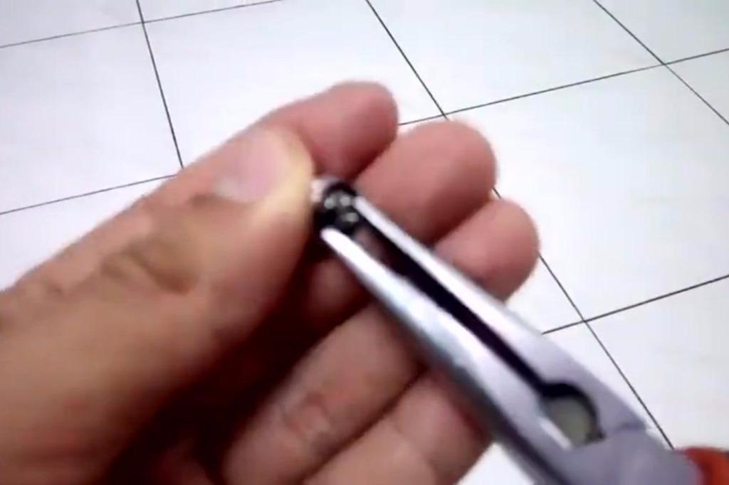 废旧耳机不要扔,里面的超强磁铁用处大得很!