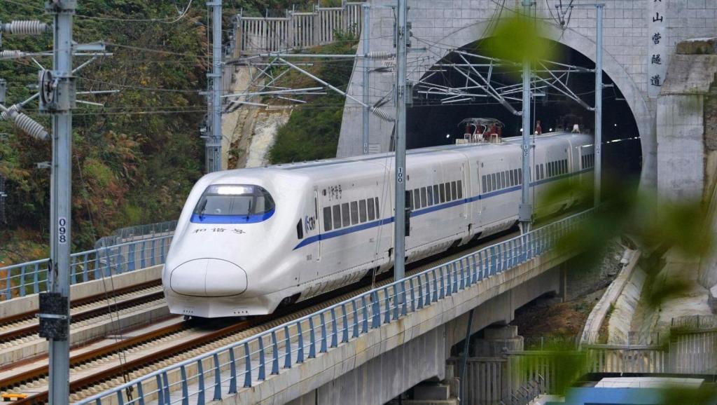 昆明至玉溪新增开4趟动车组列车 从玉溪乘高铁可直达昆明主城区