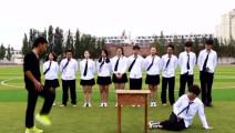 体育课上,老师给小明示范跳马,结果太尴尬了!