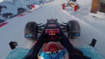 在滑雪场开F1会怎么样?胆量和技术缺一不可!