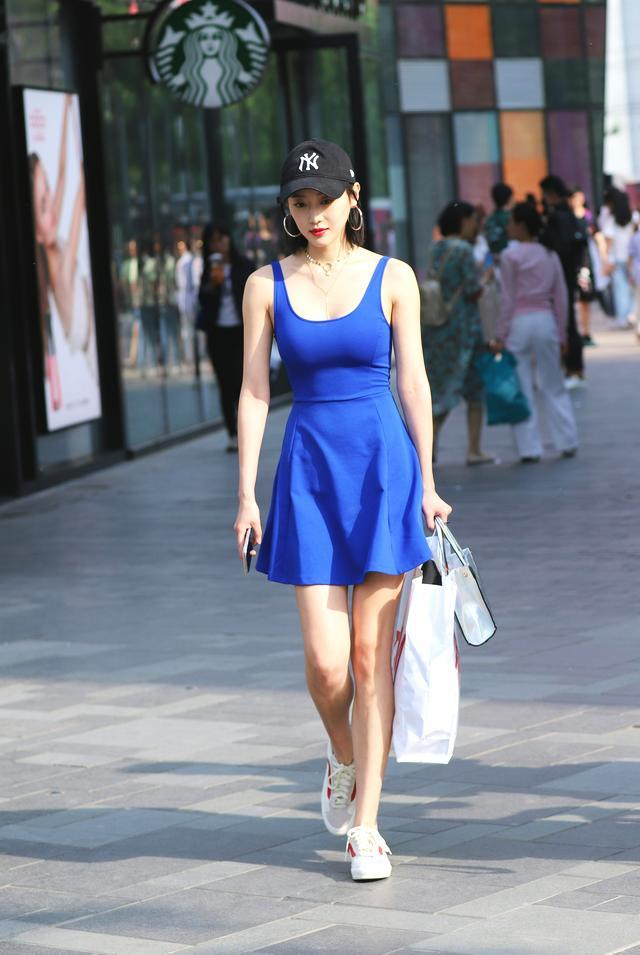 街拍: 精致不是说说而已, 好身材就要配好衣
