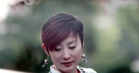 张曼玉老了, 关之琳老了, 张敏老了, 而50岁的她像21岁