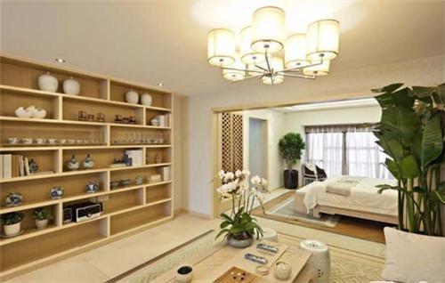 这款小户型客厅卧室一体化装修中采用中式风格的装修设计,整个空间以