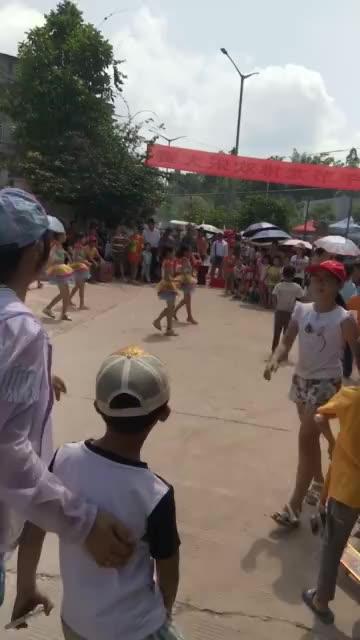 宾阳县武陵龙德村划龙舟小赛