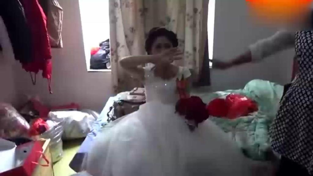 大喜当天,新娘与家人吵架了,哭着出嫁 打开 朱之文于文华婚礼甜密图片