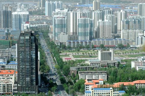 以力盟步行街为核心的城市中心商圈和以新华联广场,万达广场为核心的