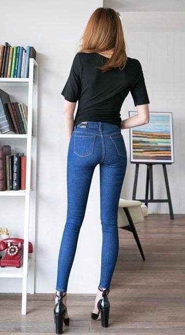 简单紧身裤, 上身大气而不俗气, 喜欢文静的妹子搭配更自在 2