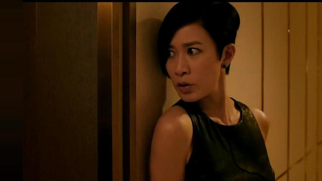 酒店房间内遭遇美女杀手,搞笑佘诗曼好心帮了古天乐倒忙。