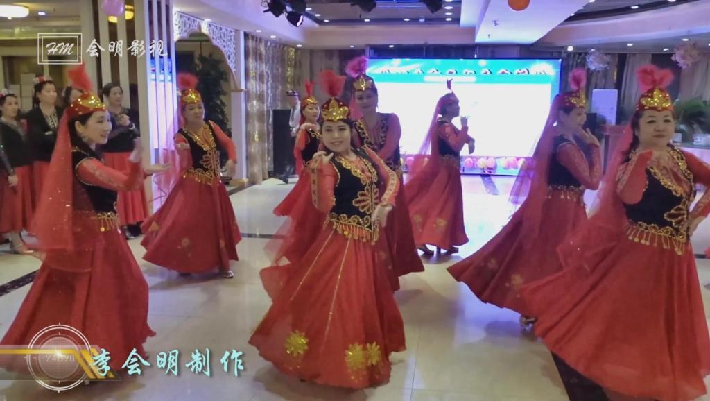新疆舞《美丽的姑娘》朱建勤老师天山红花队在石河子麦西来甫联谊答谢会上精彩表演