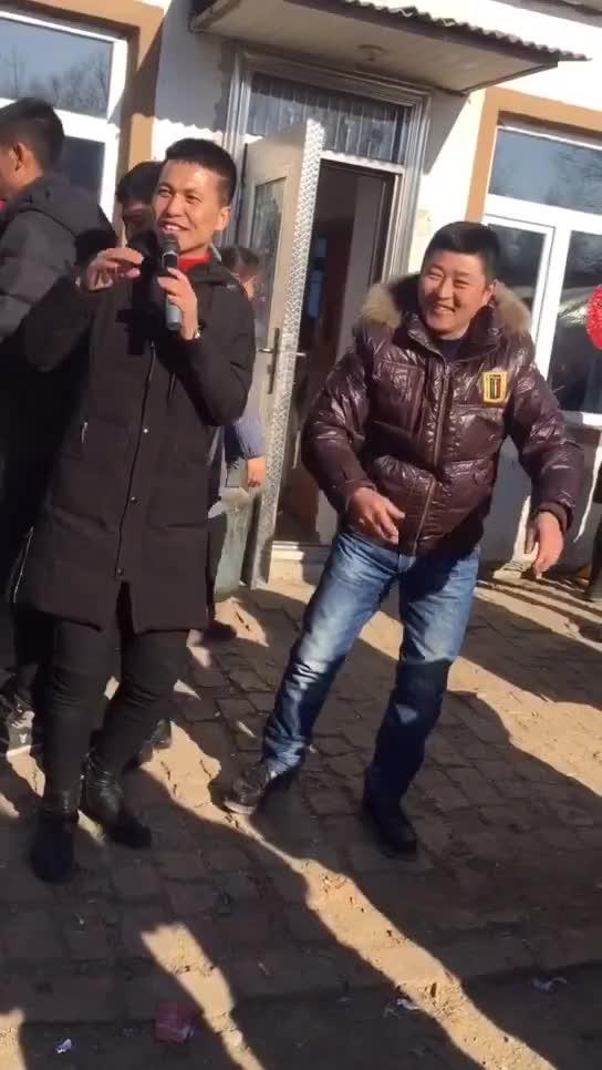 一人大哥在赵本六直播间刷轮回帝王套 快手号