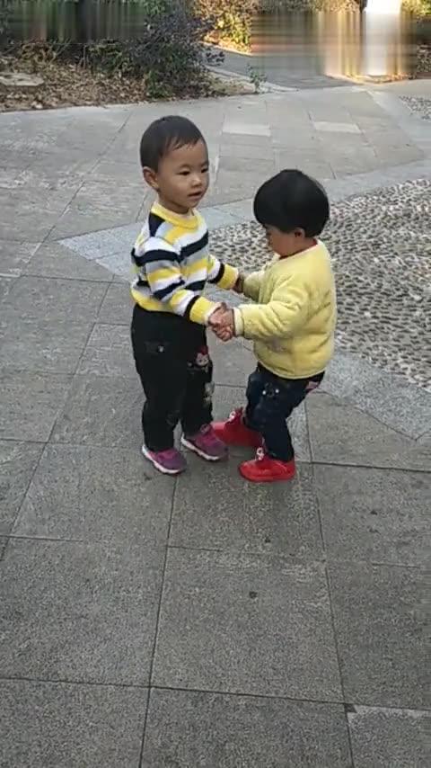 小孩子学跳舞,可爱吧