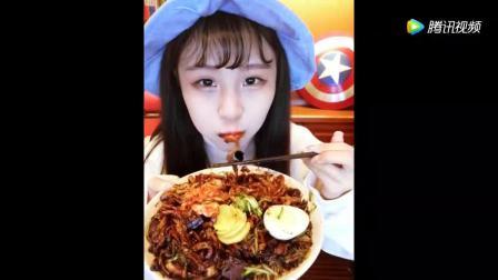 老北京炸酱面, 太美味了, 酱是精心熬制2小时的配上黄瓜丝特别爽口!