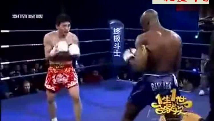 这才是中国爷们,用传统武术散打方式KO老黑!霸气