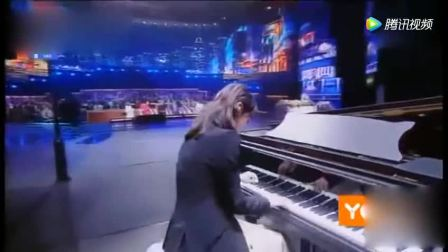 《跨界歌王》各种才艺展示加分, 韩丹彤钢琴伴奏表演