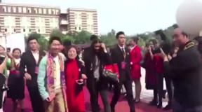 汪涵第一任老婆_杨迪和汪涵老婆杨乐乐是校友吗?两人互动合影面带微笑!