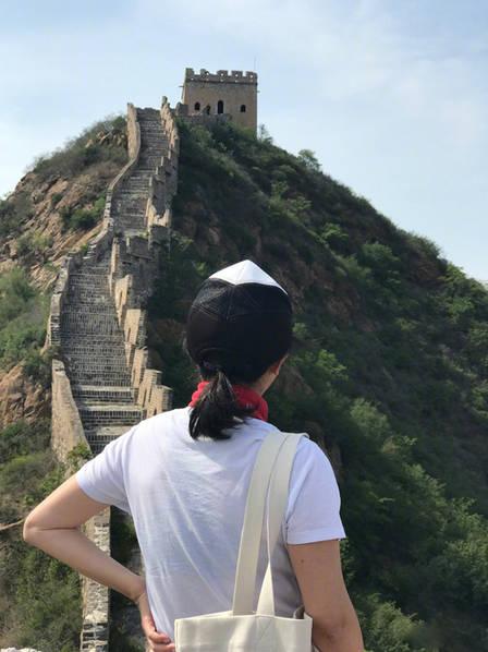 刘嘉玲素颜爬长城, 和蔼可亲