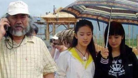 16年前她为刘亦菲撑伞,16年后她甩刘亦菲一大截,风水轮流转