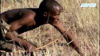 非洲人打猎视频 原始的自制弓箭打猎 居然能射中一只鹿