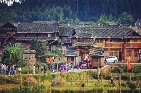 写生苗族建筑风景图片